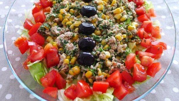 Mayonez Soslu Ton Balığı Salatası Nasıl Hazırlanır