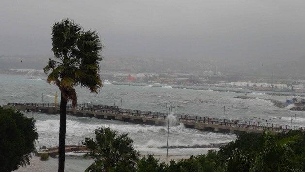 İskenderun'da Fırtına Hayatı Olumsuz Etkiliyor